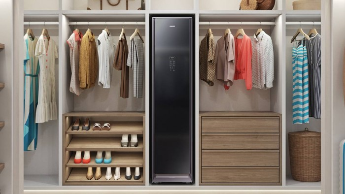Smart wardrobe is coming. Let's take a look at the Samsung AirDresser.