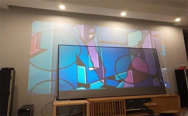 projector screen vs white wall (3).jpg